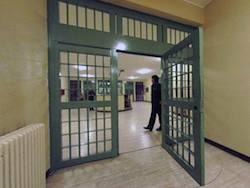 Меры по борьбе с переполненностью тюрем одобрены Сенатом и вступят в силу 20 февраля 2012 года