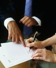 Неработающая женщина может обратиться в патронат для получения бесплатных юридических услуг итальянских адвокатов