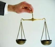 Псевдо-адвокат, который не только 5 лет не отчитывался о своем доходе перед сотрудниками налоговой инспекции, но и незаконно осуществлял адвокатскую деятельность.