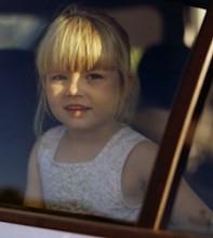Безответственные родители, находившиеся в Италии на отдыхе, были настолько увлечены шопингом в римском аутлете Вальмонтоне, что забыли о своих дочерях, 4 и 11 лет.