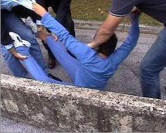 С 2004 года в Падуе продолжается затянувшаяся война между разведенными родителями за право опекунства над сыном Леонардо, которая и послужила причиной инцидента в одной из итальянских школ