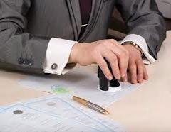 По мнению Апелляционного суда, в обязанности нотариуса входит очень тщательная проверка различного рода формальностей при заключении различных контрактов. В данной ситуации нотариус должен был сверить кадастровые номера, проверить наличие или отсутствие ипотеки на продаваемое имущество.