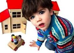 Кассационный судья сослался на статью 155 ГК Италии, которая поясняет, что во время сепарационе именно тот судья, который рассматривает бракоразводное дело уполномочен выносить решение по вопросам разделения полномочий по родительской опеке.