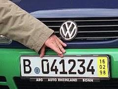 Однако сейчас многие автодилеры из-за последствий кризиса ставят немецкие номера на машины, чтобы переправить их за рубеж, поскольку продать в Италии транспортные средства не представляется возможным.