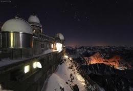 По предварительным данным, вечером 4 января туристы из России арендовали снегоход у частных лиц в курортном местечке Cermis и спускались по горнолыжному склону
