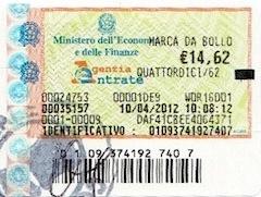 С упрощением бюрократической системы и введением самосертификации (autocertificazione) отпала необходимость в истребовании из муниципалитета и итальянского суда справок (о браке, <a href='http://www.studiolegalegrasso.net/ru/2012-05-residenti-in-italia-possono-cambiare-la-residenza-on-line/'>прописке</a> , составе семьи, итальянском гражданстве супруга, несудимости и уголовных преследованиях) для государственных органов, коими являются префектуры