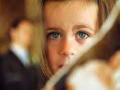 Во избежание нанесения травм ребенку, его не вызывают на судебное слушание — судья назначает для выполнения этой процедуры, которая носит название «косвенное прослушивание», специалиста – детского психолога, зарегистрированного в списках технических консультантов (CTU).