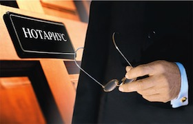 Кассационный суд, ссылаясь на вступивший в силу измененный декрет Берсани 223/2006, в решении № 3715/2013 от 4 марта 2013 года подытожил, что нотариус в Италии является представителем свободной профессии, поэтому в праве устанавливать собственные тарифы