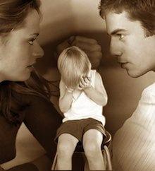 Однако такой шаг становится главным аргументом при вынесении решения о разводе (сепарационе) не в пользу беглого супруга, который еще будет обязан выплатить компенсациию покинутому родителю. Такое постановление было вынесено в решении № 1079/2013 Кассационного суда Италии