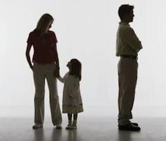 Так, на стадии раздельного проживания супругов — сепарационе — один из родителей, на основании ст. 507 УК Италии, будет выплачивать алименты на ребенка только в случае, если тот действительно нуждается в финансовой поддержке.