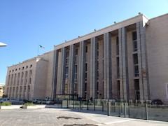 На незапланированном заседании, организованном Единым адвокатским органом, где присутствовали представители различных адвокатских ассоциаций, в т.ч. и Национального совета адокатов (CNF), были определены даты, когда будут отменены судебные заседания, и залы судов опустеют в связи с очередной забастовкой итальянских адвокатов