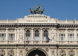 В новом «Декрете решений» возвращение к досудебному посредничеству трактуется как «спасение» итальянских судов от загруженности. Только вот адвокаты в Италии недовольны такой мерой и объявили забастовку, начало которой было перенесено на 8 июля 2013 г. (продлится по 16 июля 2013 г.)