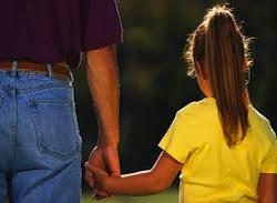 Именно такое наказание по решению суда получил отец, который удлинял время свиданий с родной дочерью, возвращая ребенка к матери довольно поздно. Проблема возникала рано утром — девочка с трудом просыпалась, чтобы идти в детский сад. Как следствие, ребенок опаздывал в сад, а мама — на работу