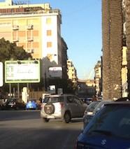 Совсем недавно Кассационный суд Италии приговорил к тюремного заключению одного автовладельца за блокирование чужой машины. И вот снова — аналогичный случай и строгий приговор, вынесенный судом г. Рима. Не смотря на физическое состояние подсудимого, столичный суд приговорил его к двухмесячному отбыванию наказания в тюрьме.