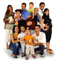 Среднее количество членов семей по стране сегодня равно 2,4 чел., однако эта ситуация имеет географическую зависимость: так, на юге Италии и крупных островах многочисленные семьи все еще «в моде» (2,7 человек), в то время как Центральная и Северная части Италии имеют значение ниже среднего.