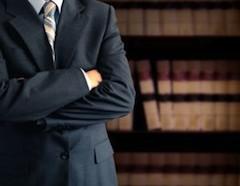 Кассационный суд в решении № 646/2014 подчеркнул, что осуществлять юридическую деятельность и давать юридические консультации адвокат может лишь в том случае, если он состоит в гильдии практикующих адвокатов