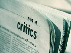 Кассационный суд Италии в решении № 9091/2014 пояснил пределы дозволенного. По мнению суда, переходом границы критики считается оскорбление, унижение и дискредитация. Критика в этих случаях уже не является больше чьим-либо суждением об объекте дискуссии, а перерастает в вербальную агрессию.