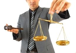 Присвоение титула специалиста предполагает, что адвокат в Италии может не только рассматривать вопросы и заниматься практиками по конкретному направлению, но также может вести дела, связанные с другими областями права.
