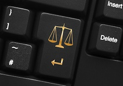 С 30.06.2014 года введена обязательная подача документов по гражданским делам в электронном виде. Причем, через интернет будут подаваться абсолютно любые документы, которые обе стороны хотят видеть в качестве материалов к делу: процессуальные акты, сопроводительные документы, и т.п.
