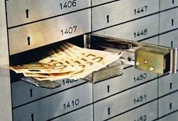 Очередной ход в борьбе с уклонистами от уплаты налогов сделал Кассационный суд в Италии, который в своем постановлении № 10043/2014 заявил, что все подозрительные денежные операции, проходящие по банковским счетам лиц, связанных с представителями свободных профессий (члены семьи, родственники и т.д.) будут автоматически рассматриваться как «черный доход»