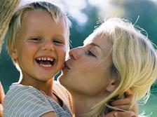 перспектива трудоустройства и более достойной жизни, чем та, что была у семьи в Италии, не являются для Верховного суда достаточным основанием для отдаления ребенка от одного из родителей.