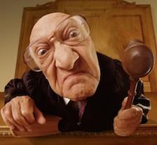 Согласно этому акту, неосторожный или невнимательный судья может лишиться до 50% своей заработной платы. Пока что новые правила ждут выхода соответствующего законопроекта.